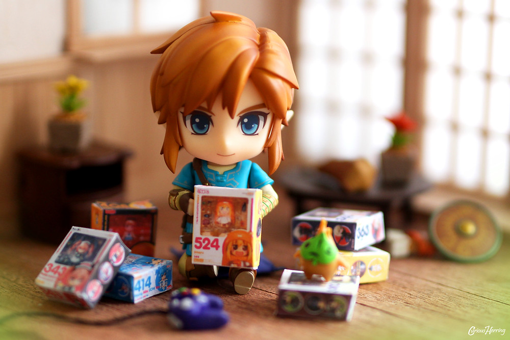 Nendoroid Breath of the Wild Link Toy Photography playing with miniature DIY Nendoroid boxes. Paper Craft Nendoroid Figma boxes