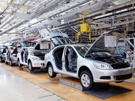 Працівники автомобільної промисловості (чоловіки, жінки)