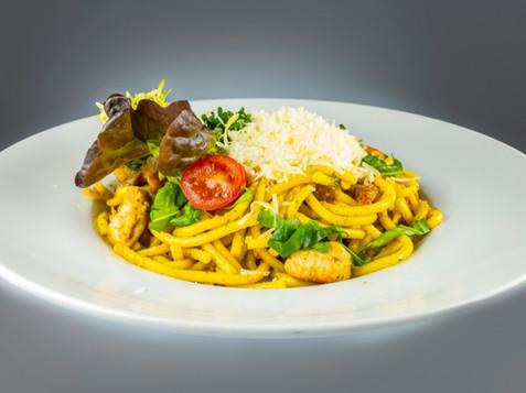 Čerstvé špagety sgrilovaným kuřecím masem