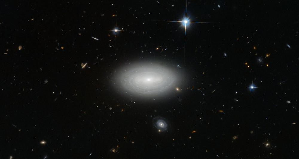 Crédito de imagem: ESA / Hubble e NASA e N. Gorin (STScI); Agradecimento: Judy Schmidt, a mais solitária galáxia no vazio conhecido: MCG+ 01-02-015.