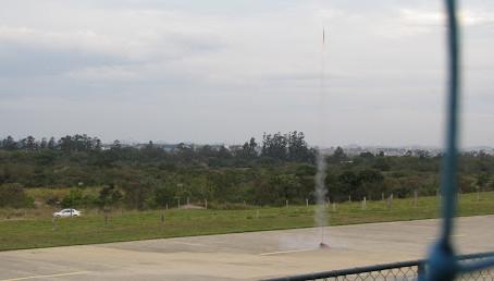 Monte seu próprio foguete com alcance de mais de 0,3 km