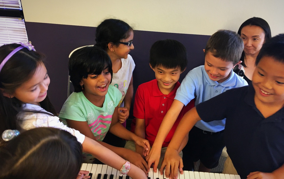 5 Reasons Group Lessons Work for Piano