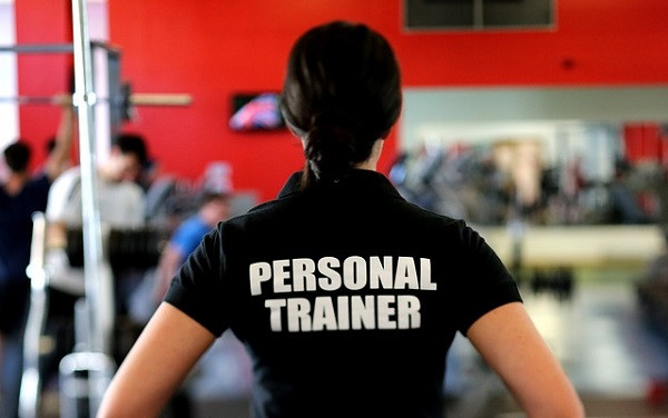 a personal trainer confident in knowing why personal training works