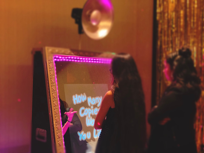 Looking for a photo booth that hasunlimited print, sms and email?