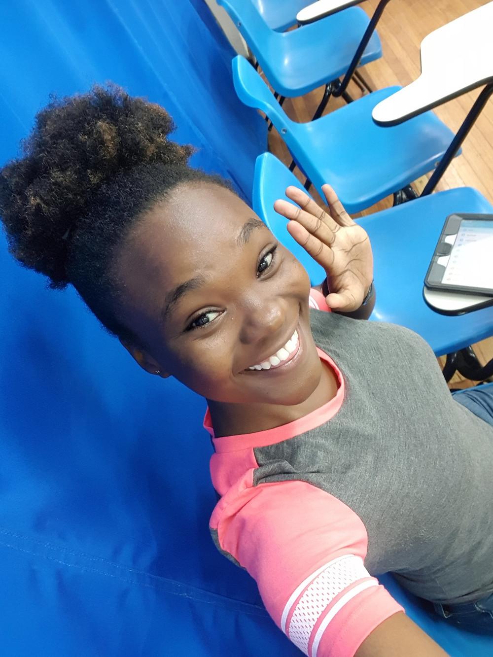 esl private english teacher professora particular de inglês via skype jamaicana primeira língua inglesa mulher sorrindo em sala de aula teacher english inglês presencial são josé dos campos via skype online