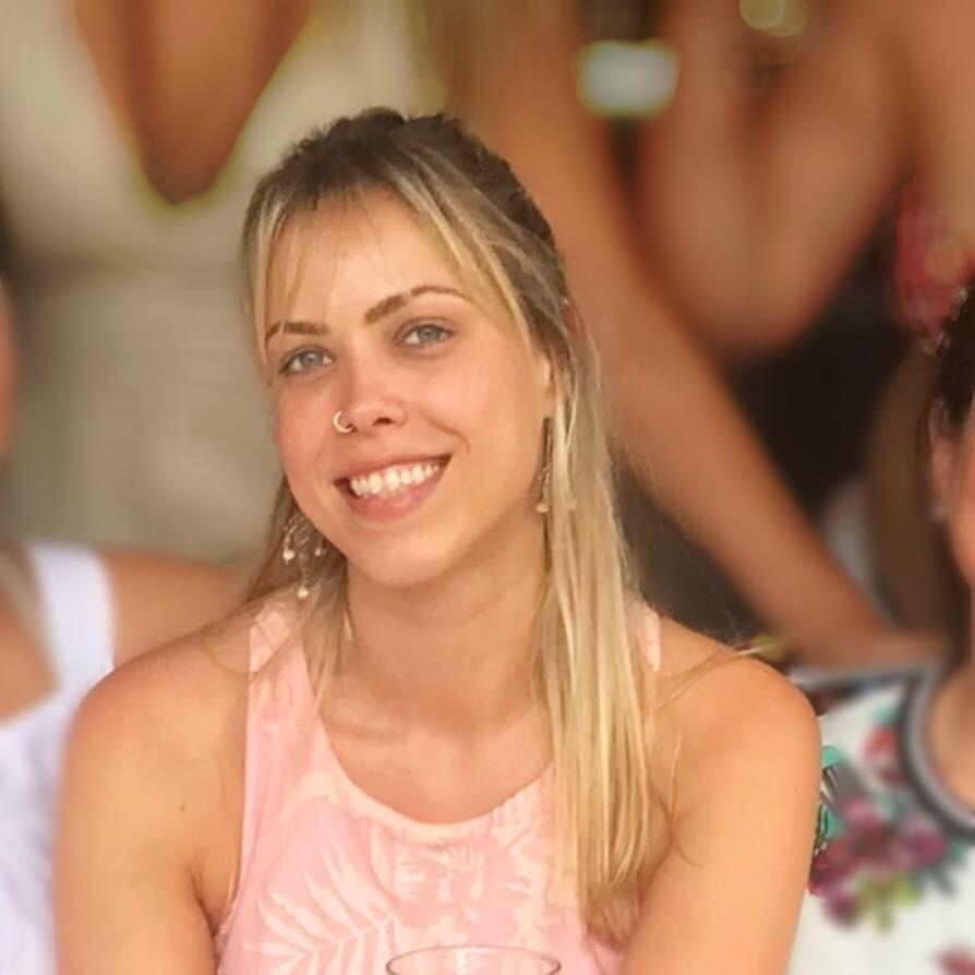 professora particular de inglês são josé dos campos skype aulas luciana pirk teacher english esl toefl leitura mulher loira piercing blonde woman
