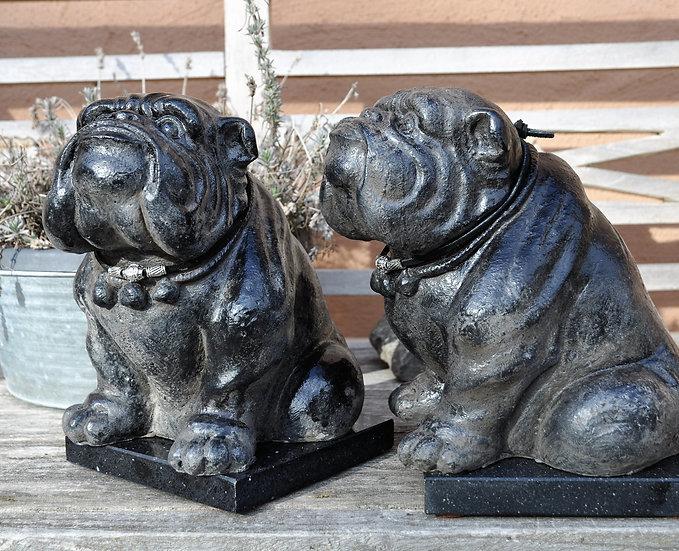 Skulptur sitzende Bulldogge