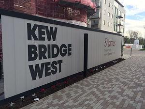 Construction-hoarding-Kew-bridge-west.jp