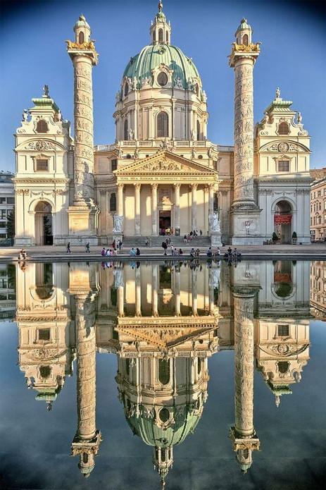 Karl's Kirche in Vienna, Austria.jpg