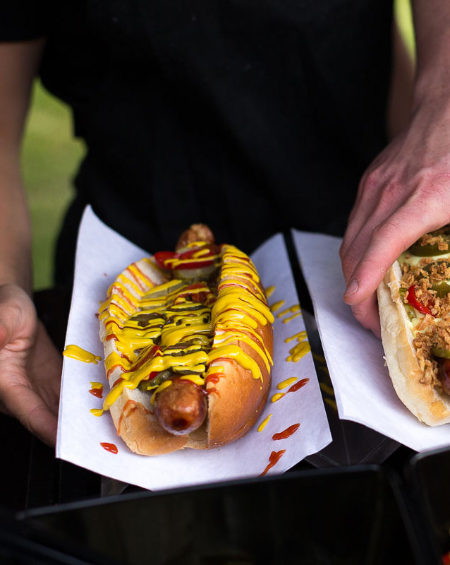 Pimp-your-own-hot dog for your wedding guests