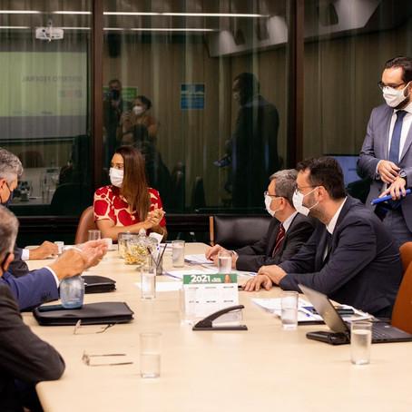Flávia Arruda recebe Ibaneis, secretários e DNIT para debater investimento em infraestrutura no DF
