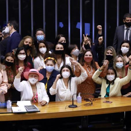 Flávia Arruda comemora eleição histórica de três mulheres para Mesa Diretora da Câmara