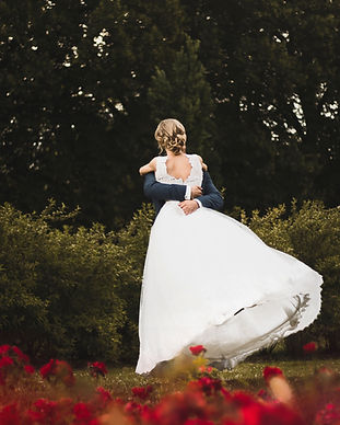 bride-couple-dancing-1244627.jpg