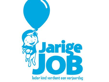 NewBees at Work: Jarige Job helpen met het maken van traktaties voor Nederlandse kinderen