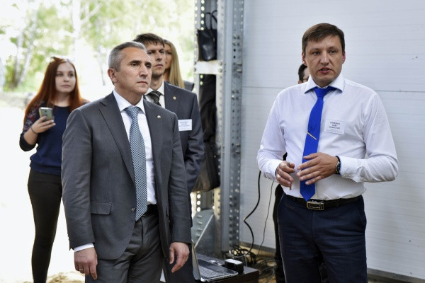 Губернатор Александр Моор во время посещения птицефабрики Фото: admtyumen.ru