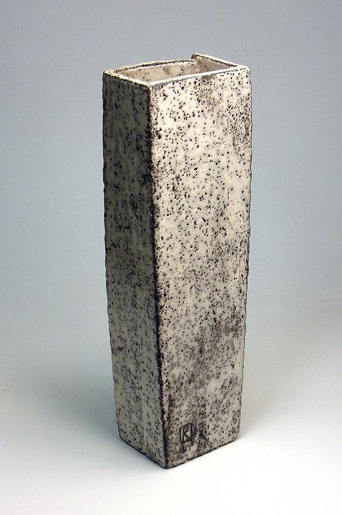 Rūta Šipalytė. Keramikinė vaza iš ciklo VANDENS TAKAIS / Ceramic vase from WATER