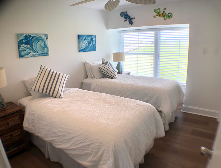 2 Twin Bed Bedroom