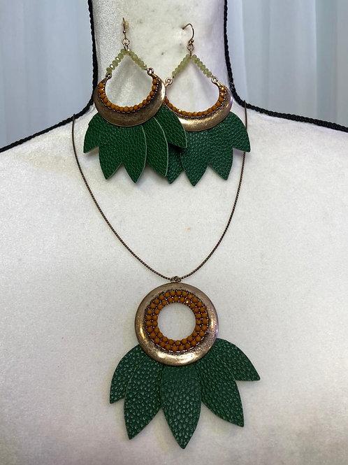 Stoosh Necklace Set