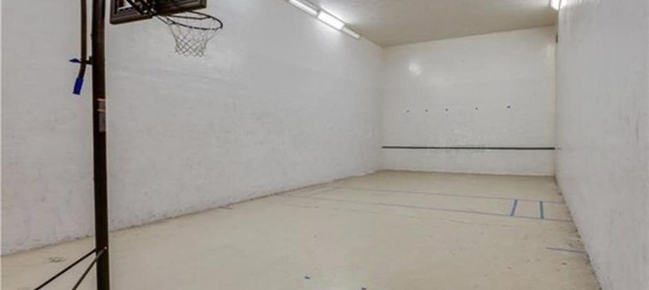Piccadilly Underground Raquetball  Baske