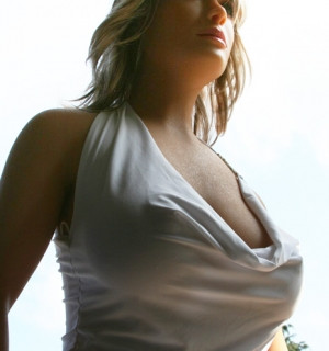 Laura2.jpg-nggid0217-ngg0dyn-300x320x100