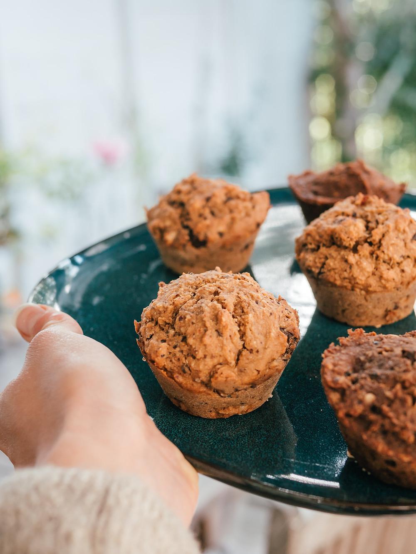 Muffin banane chocolat vegan, nouvelle recette de muffin vegan par le blog de cuisine végétarienne et vegan radis et compagnie, un petit gateau sain, vegan et sans sucre raffiné, des muffins vegan sains et délicieux