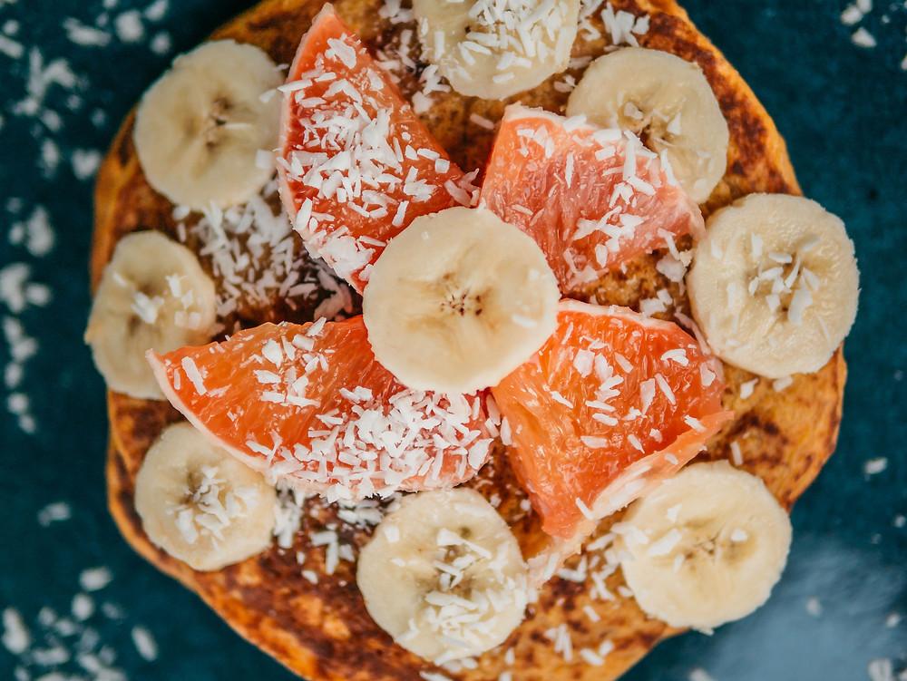Cette recette vegan de pancake à la patate douce est un franc succès. Parfait pour le petit déjeuner ou au gouter, cette recette végétarienne peut se préparer à l'avance. Le blog cuisine végétarienne et cuisine vegan radis et compagnie vous propose cette recette vegan de pancake vegan