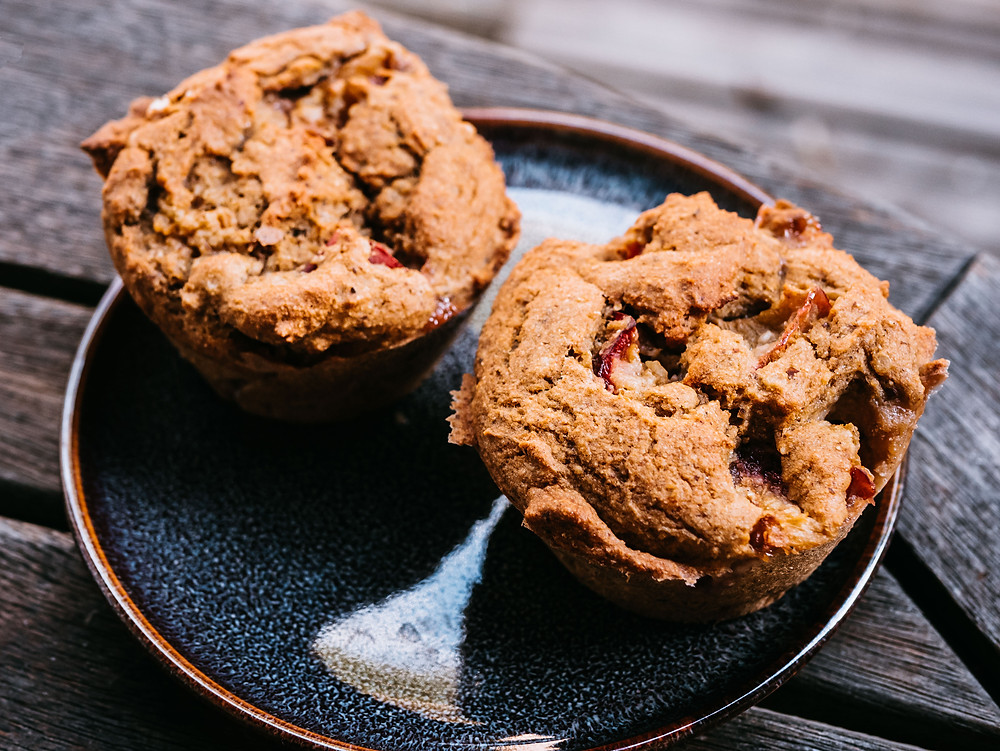 Muffin vegan, nouvelle recette d blog de cuisine végétarienne radis et compagnie, une recette de muffins vegan, muffin vegan à la prune hyper moelleux et healthy. Recettes sans oeufs, sans gluten et à IG bas. Savourez ces petits muffins vegan parfait en collation ou au petit déjeuner