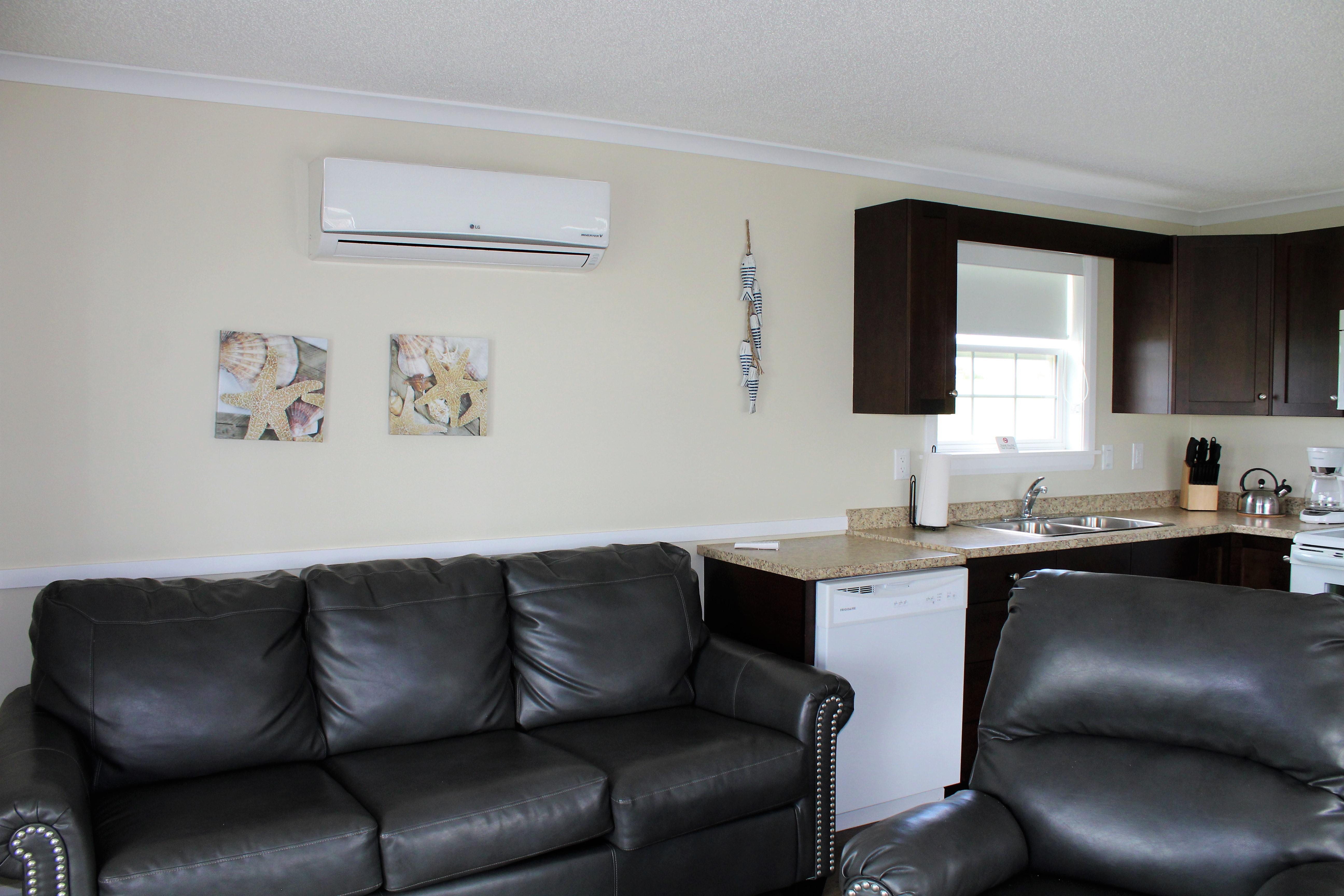 PM #4 Living Room/Kitchen
