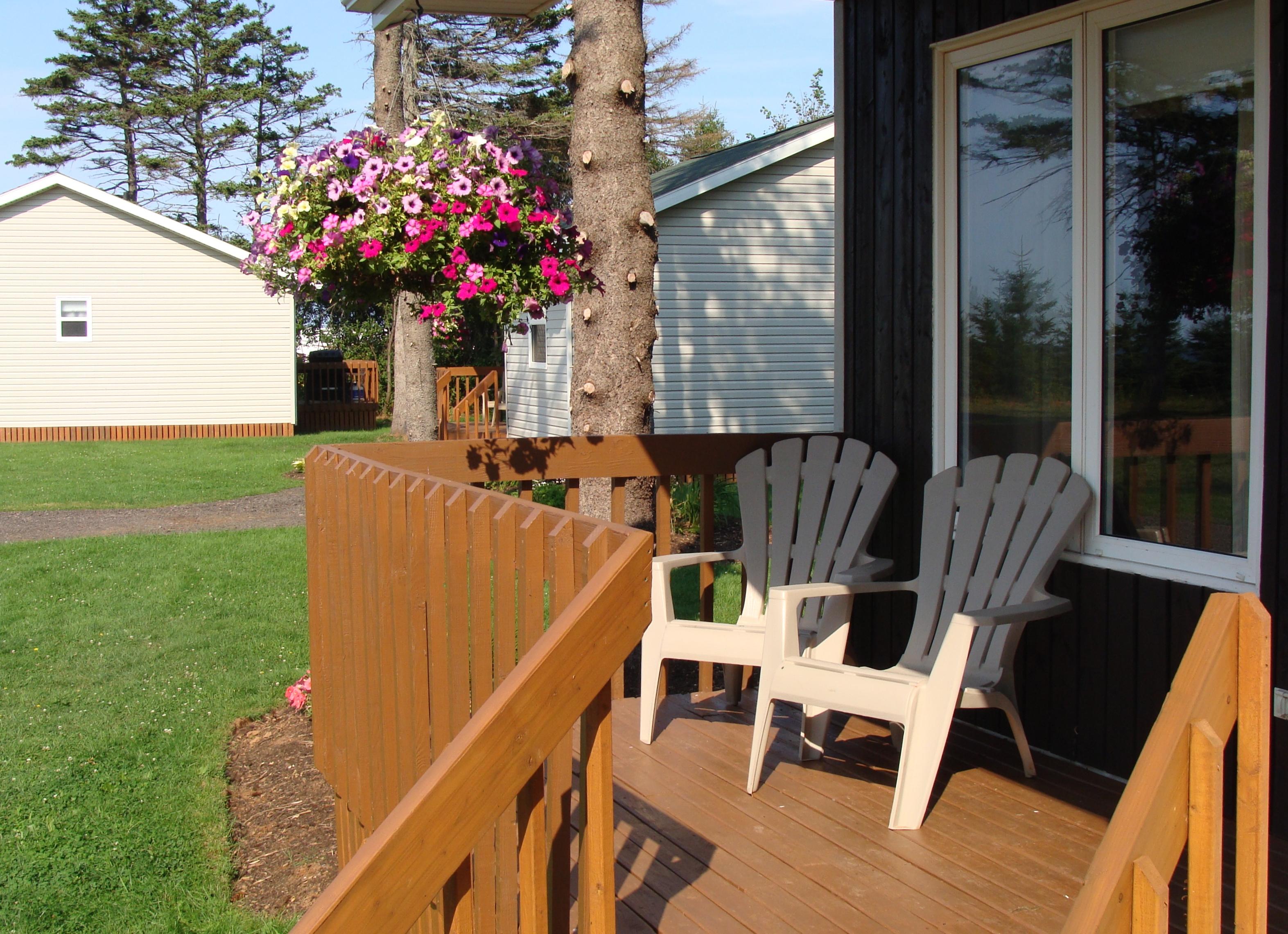 Cottage #2 Front Deck
