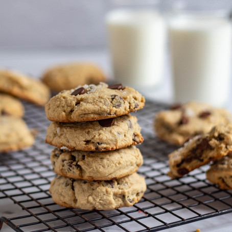 Chewy Peanut Butter Banana Chocolate Chip Cookies (gluten free!)