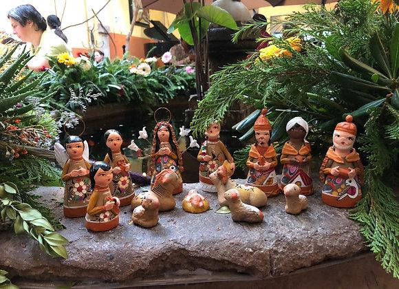 Nacimiento (Mediano) hecho con barro a mano por artesana en Tlaquepaque, Jal