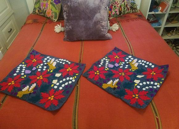 2 Cojines bordados a mano Navidad