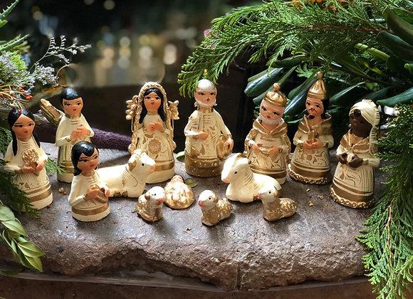 Nacimiento Mediano hecho a mano por artesana de Tlaquepaque, Jal