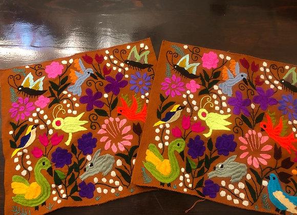 2 Cojines bordados a mano en Chiapas