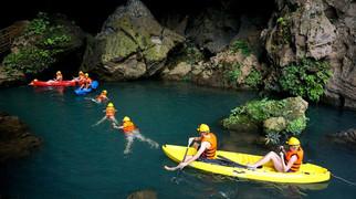 dark cave tour vietnm
