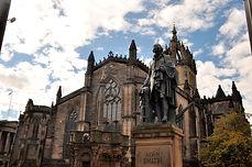 Edinburgh,_Royal_Mile_(37899840494).jpg