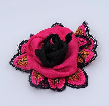 Ansteckrose pink-schwarz