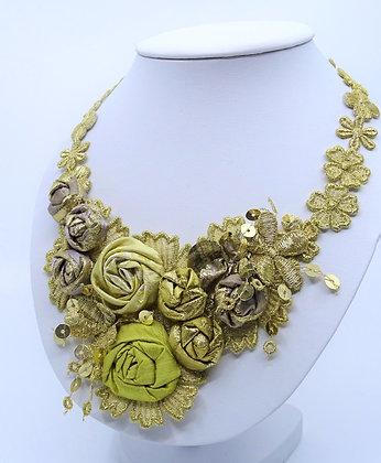 Stickereischmuck Golden Roses