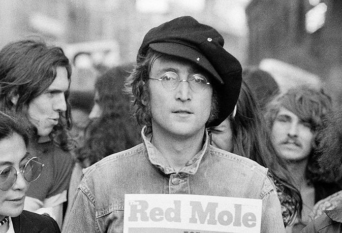 2015JohnLennon_GettyImages-107715151_081