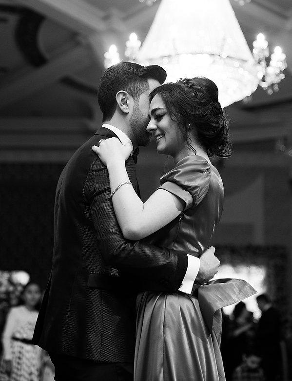 yong couple dancing at wedding