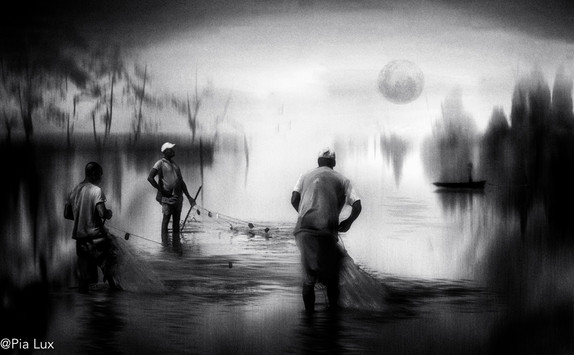 Fishing in the river - mono
