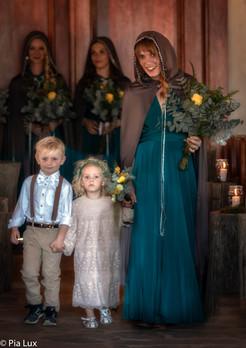 Nolene, Lihan en Anke in kerk.jpg