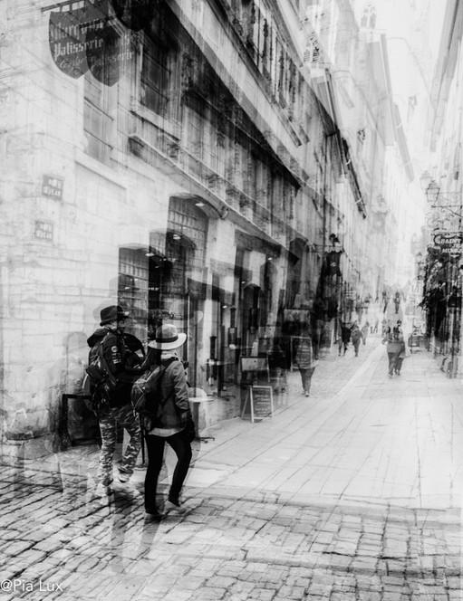 Walking the streets of Lyon mono