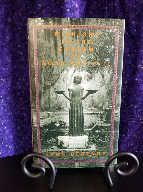 Midnight in the Garden of Good & Evil by John Berendt