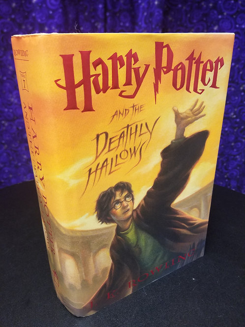 Harry Potter & the Deathly Hallows by J.K. Rowling