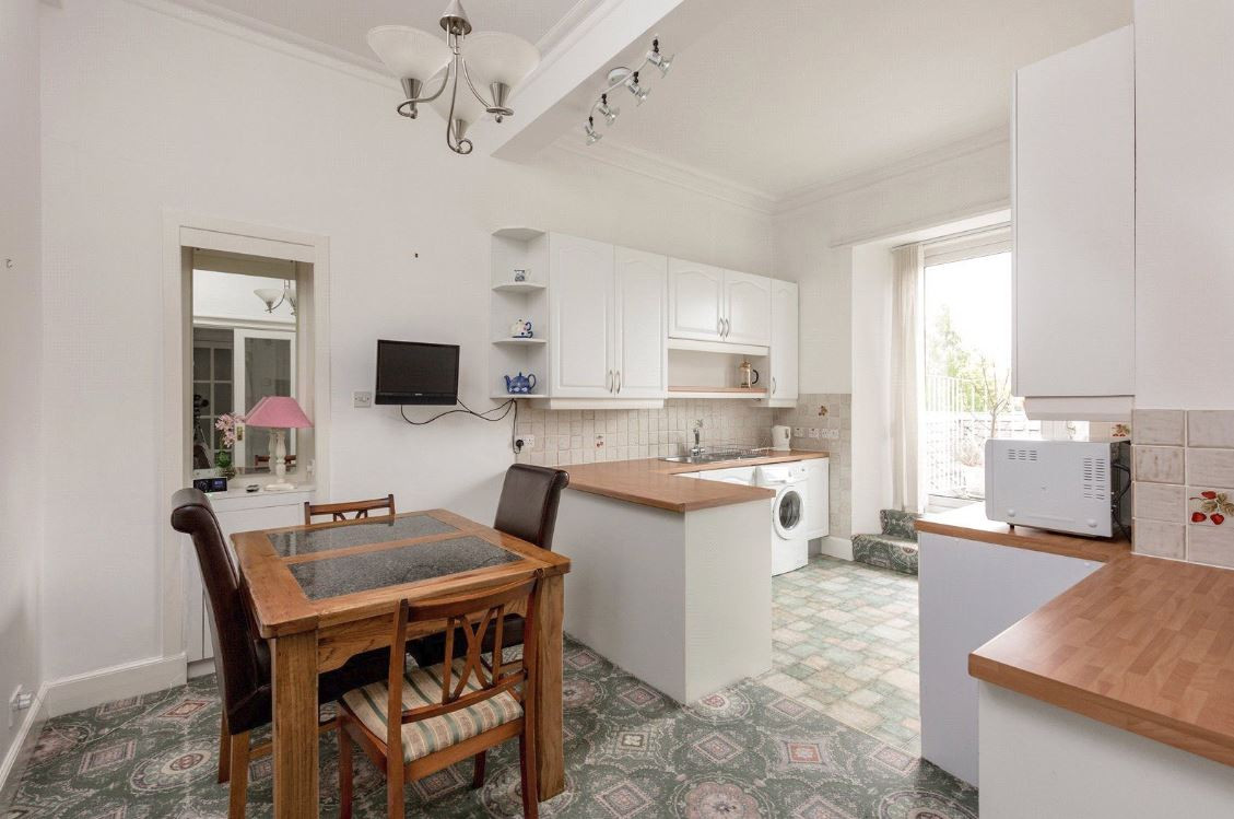 Kennedy Gardens - Kitchen Before