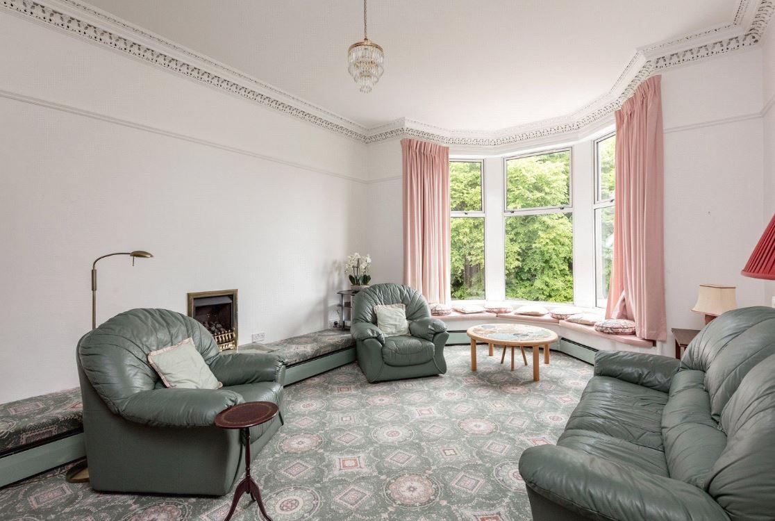 Kennedy Gardens - Living Room Before
