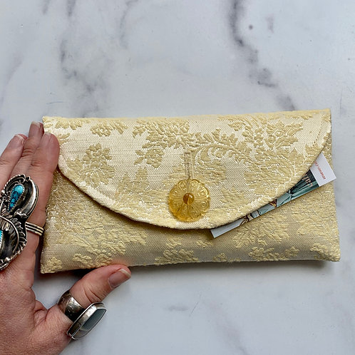 Caketopper Rounded Clutch