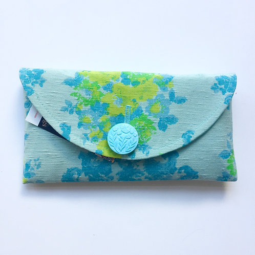 Naomi  Rounded Clutch