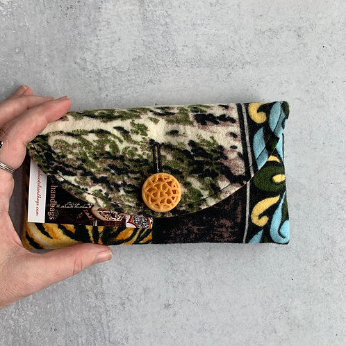 Hike Rounded Clutch